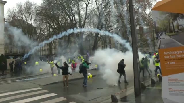 hundreds of yellow vest protesters face off with police in nantes on a fifth and decisive weekend for the anti government movement - nantes stock videos & royalty-free footage