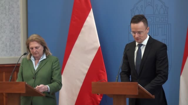 hungarian foreign affairs and trade minister peter szijjarto and austrian foreign minister karin kneissl attend a joint press conference after their... - osteuropäische kultur stock-videos und b-roll-filmmaterial