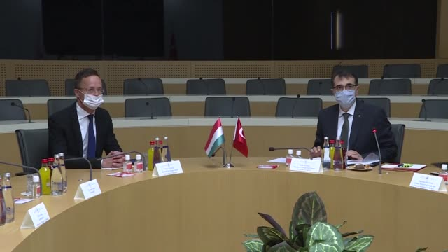 stockvideo's en b-roll-footage met hungarian foreign affairs and trade minister peter szijjarto meets with turkish energy and natural resources minister fatih donmez in ankara turkey... - oost europese cultuur