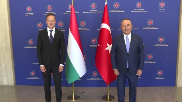 stockvideo's en b-roll-footage met hungarian foreign affairs and trade minister peter szijjarto meets with turkish foreign minister mevlut cavusoglu in ankara turkey on june 30 2020 - oost europese cultuur