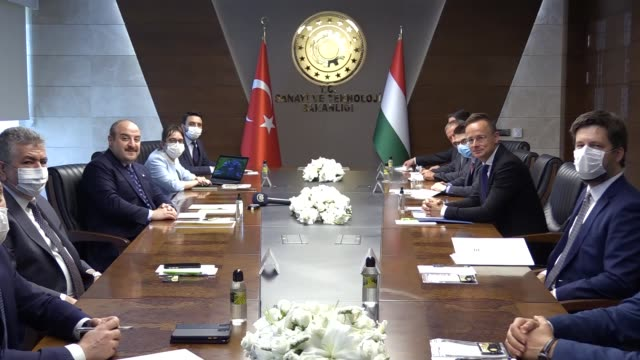 stockvideo's en b-roll-footage met hungarian foreign affairs and trade minister peter szijjarto meets with turkish industry and technology minister mustafa varank in ankara turkey on... - oost europese cultuur