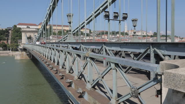stockvideo's en b-roll-footage met hungarian nation gallery from chain bridge szechenyi lamchid,& river danube, budapest, hungary, europe - kettingbrug hangbrug