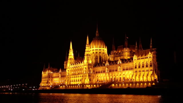 stockvideo's en b-roll-footage met 03 hungarian parliament building and danube river - traditionally hungarian