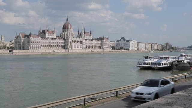 hungarian parliament & river danube, budapest, hungary, europe - hungarian culture stock videos & royalty-free footage
