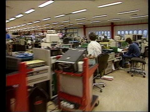 vídeos de stock e filmes b-roll de hungarian prime minister miklos nemeth visits uk as240185011 / tx systime plant int ms electronics factory track lr forward computer equipment... - 1980 1989
