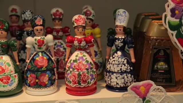 vídeos y material grabado en eventos de stock de hungarian souvenirs, budapest, hungary, europe - cultura de europa del este