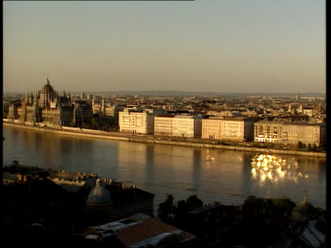 prince and princess of wales visit day 1 gv danube separating buda pest hilly streets of buda people along in car park soldiers along street people... - river danube video stock e b–roll
