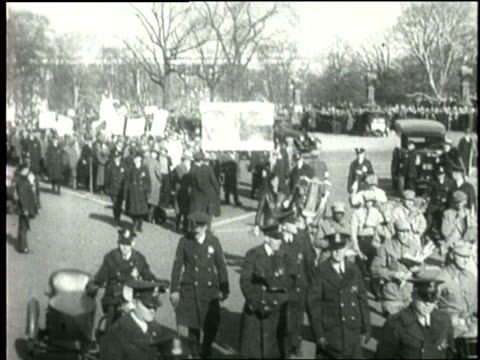 hunger marchers and world war i veterans demonstrate during the great depression - 1932 stock-videos und b-roll-filmmaterial