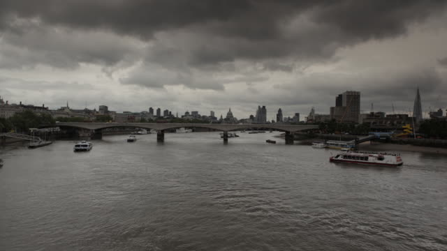 t/l hungerford bridge in london - hungerford bridge stock videos & royalty-free footage