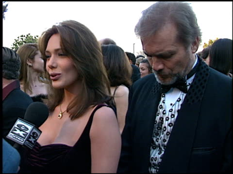 stockvideo's en b-roll-footage met hunter tylo at the soap opera digest awards entrances at universal studios in universal city, california on february 26, 1999. - soapserie