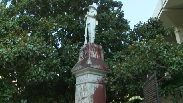 huntsville, madison county, alabama, u.s. - entrance to courthouse and vandalized statue on wednesday, august 5, 2020. - confederate states of america stock videos & royalty-free footage