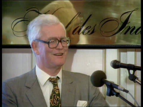hurd speech; netherlands: the hague square in town lams hotel des indes hotel workers vacuuming red carpet cms douglas hurd mp along and into hotel... - douglas hurd stock-videos und b-roll-filmmaterial