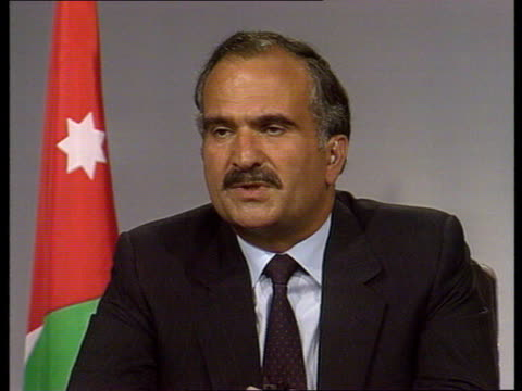 hurd talks of plight of uk citizens in the region / interviws with iraqi ambassador to the uk and prince hassan of jordan england london / jordan... - onu video stock e b–roll