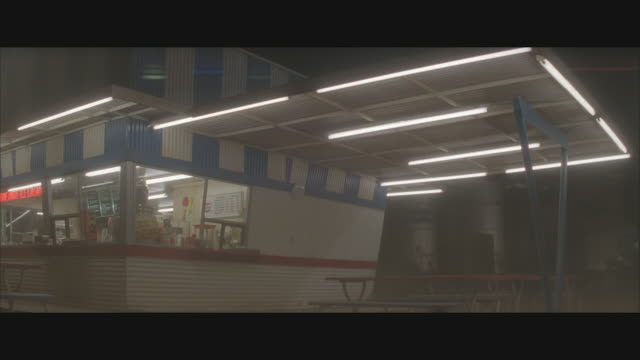 ms, shaky,  hurricane destroying fast food drive inn building at night - hurrikan stock-videos und b-roll-filmmaterial