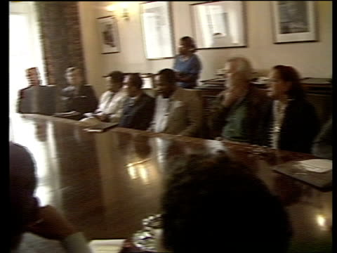 vídeos y material grabado en eventos de stock de london jamaican high commission tms community leaders sitting round table at meeting pan rl douglas saunders speaking at meeting nao - jamaiquino