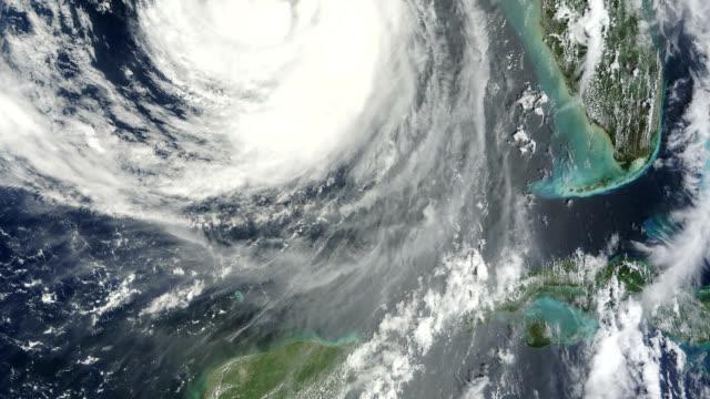 vidéos et rushes de hurricane isaac approaching louisiana - golfe du mexique