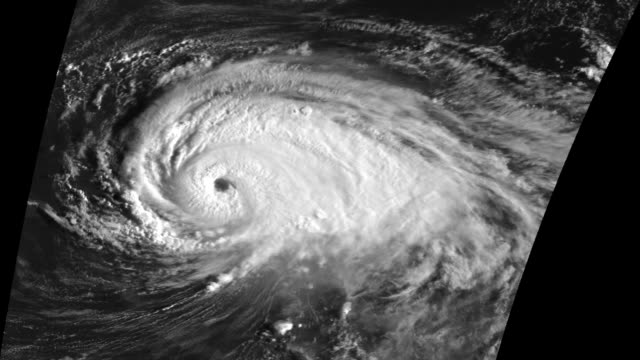 "stockvideo's en b-roll-footage met ""hurricane luis, 1995"" - meteorologie"