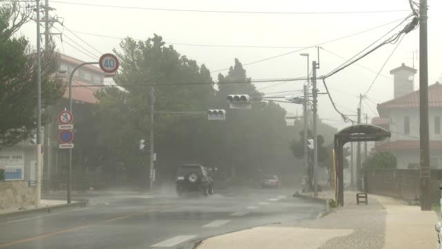 hurricane torrential rain and wind lashes town - 集中豪雨点の映像素材/bロール