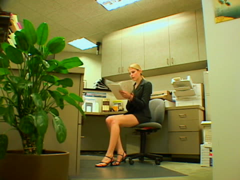 hurried businesswoman - mini skirt stock videos and b-roll footage