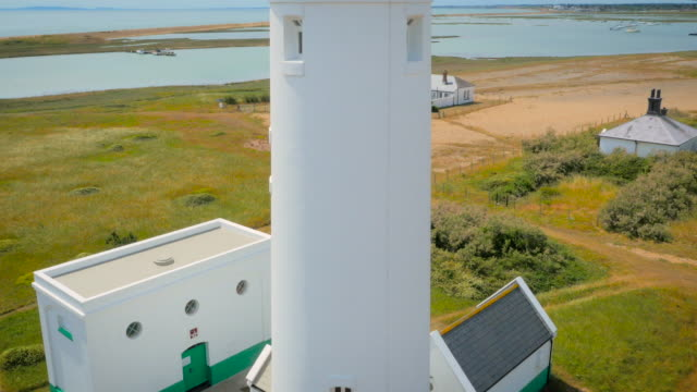 stockvideo's en b-roll-footage met hurst castle and lighthouse, aerial footage filmed by drone - hampshire engeland