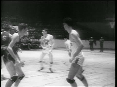 vídeos de stock, filmes e b-roll de huskies players making basket in game vs ny knicks / toronto - 1946