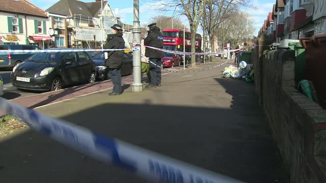 hussain chaudhry murder: 18-year-old man arrested on suspicion of murder; 19.3.2021 england: london: walthamstow: lea bridge road: ext woman laying... - crime and murder stock-videos und b-roll-filmmaterial