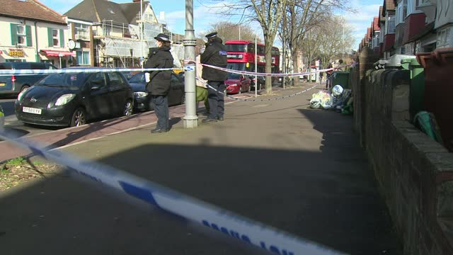 hussain chaudhry murder: further arrests made; 19.3.2021 england: london: walthamstow: lea bridge road: ext woman laying floral tribute at... - crime and murder stock-videos und b-roll-filmmaterial