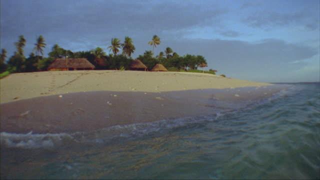 SLO MO, WS, Huts and palm trees on beach, Tavarua island, Fiji