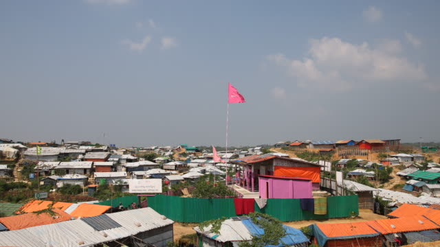 kutupalong ukhiya near cox´s bazar bangladesh october 16 2018 huts in the refugee camp of the rohingya near cox's bazar in bangladesh in camp 4 in... - cox basar stock-videos und b-roll-filmmaterial