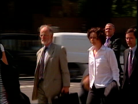 day 5; lib house of commons: lms dr david kelly arriving to give evidence at foreign affairs select committee along among other people - 5日目点の映像素材/bロール