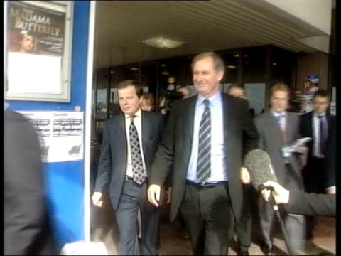 final day family attack government lib brighton defence secretary geoff hoon mp along with others track - schlußtag stock-videos und b-roll-filmmaterial