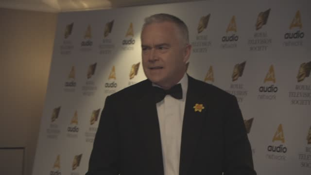 vídeos y material grabado en eventos de stock de huw edwards at the royal television society programme awards on march 21, 2017 in london, england. - huw edwards