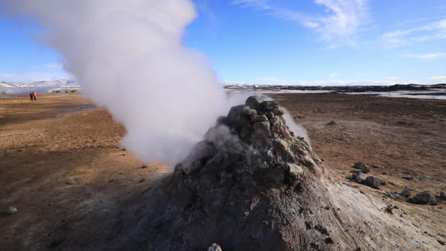hverir geothermal area, nortern iceland. - 噴気孔点の映像素材/bロール