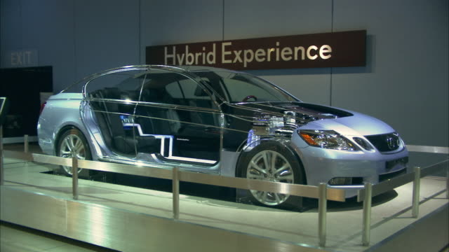 stockvideo's en b-roll-footage met ms, hybrid car on display in los angeles auto show, california, usa - auto industrie