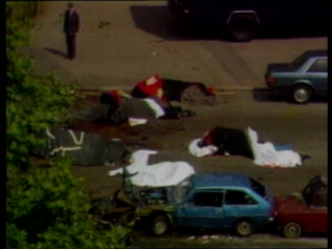 danny mcnamee cas to go to the court of appeal itn lib england london hyde park scene of hyde park bombing with covered carcasses of horses in middle... - ロンドン ハイドパーク点の映像素材/bロール