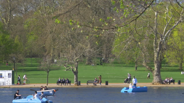 hyde park, serpentine lake. - the serpentine london stock videos & royalty-free footage