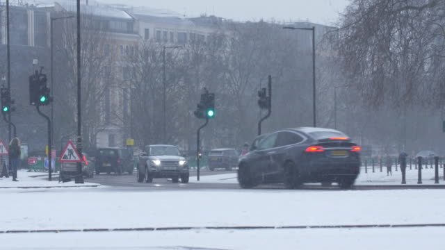 hyde park traffic with falling snow - hyde park london stock videos & royalty-free footage