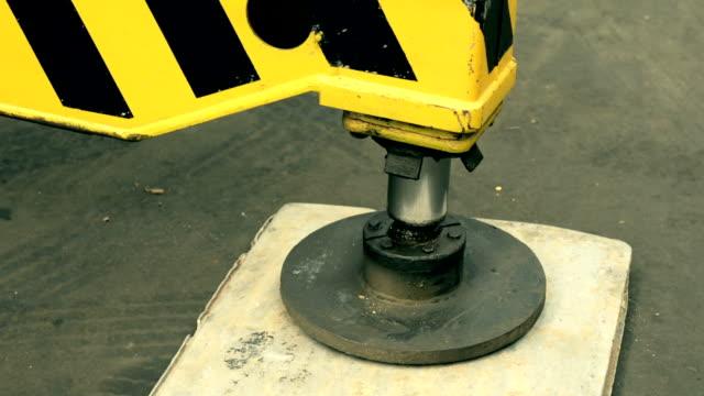 Hydraulic legs