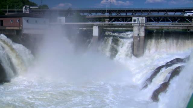 hydro power. renewable energy - damm människotillverkad konstruktion bildbanksvideor och videomaterial från bakom kulisserna