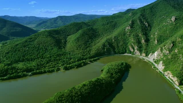 vídeos y material grabado en eventos de stock de central hidroeléctrica. vista aérea de un embalse - pinar