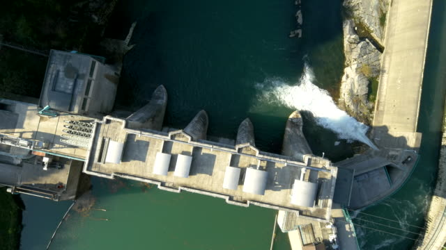 stockvideo's en b-roll-footage met aerial hydroelectric power station - waterkracht