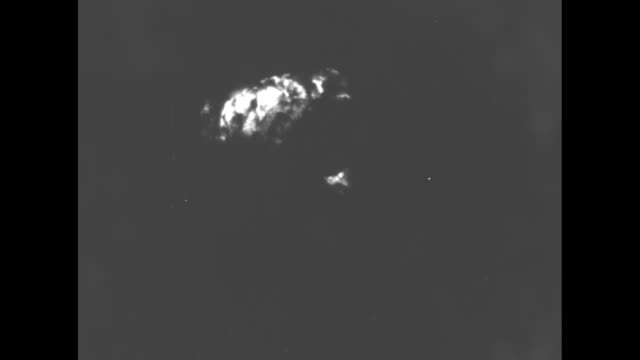 vs hydrogen bomb fiery mushroom cloud explosion from operation sandstone in 1948 / note exact day not known - nuklearbombe stock-videos und b-roll-filmmaterial