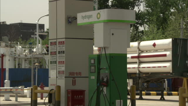 ms hydrogen fuel pump at station, beijing, beijing, china - fossil fuel stock videos & royalty-free footage