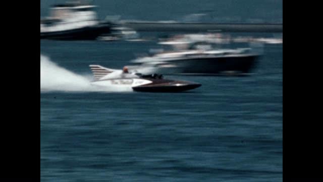 vidéos et rushes de hydroplane races at the seafair trophy race world championship on the shores of lake washington - bateau à moteur