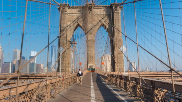 hyper lapse across brooklyn bridge - brooklyn bridge stock videos & royalty-free footage