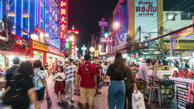 vídeos de stock e filmes b-roll de hyper lapse of bangkok chinatown at night time, thailand - cultura chinesa