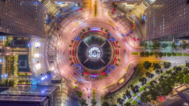 hyper lapse of drone, aerial panorama view at night time-lapse at fountain of wealth roundabout and traffic car light, at center of business district area, singapore - 360 grad panorama stock-videos und b-roll-filmmaterial
