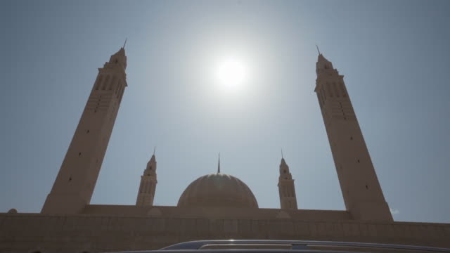 vídeos y material grabado en eventos de stock de hyper lapse of mosque - omán