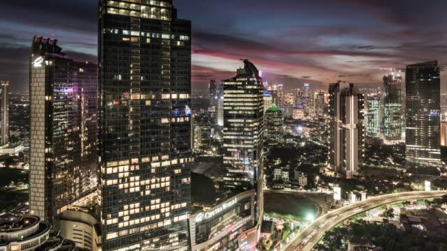 vídeos y material grabado en eventos de stock de hyper lapse timelapse of jakarta skyline down to an office building - java