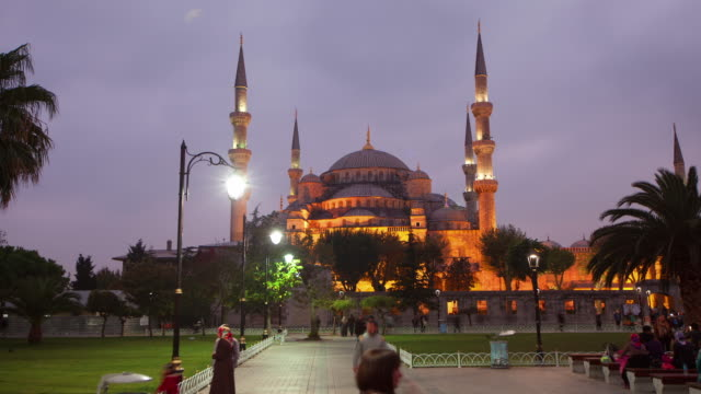 tl hyperlapse across blue mosque day to night - türkei stock-videos und b-roll-filmmaterial